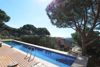 Modern house with sea and mountain views in Cabrils, Maresme